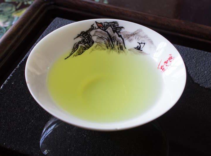 Tiến sĩ gốc Việt khuyên nên pha trà bằng … lò vi sóng