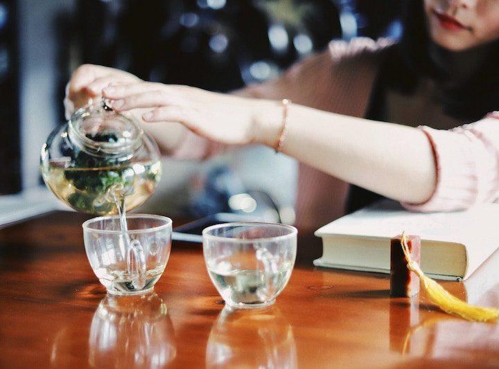 Rửa Mặt Bằng Lá Trà Xanh: giảm mụn & ngừa nếp nhăn với trà xanh