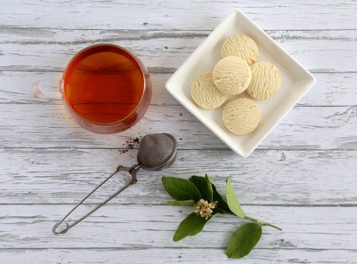 Bệnh loãng xương có thể điều trị bằng cách uống hồng trà?